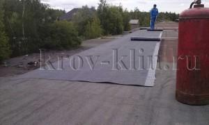 chem-pokryt-kryshu-garazha-ruberoid-ili-naplavlyaemye-materialy-4