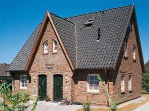 Крыша дома из натуральной черепицы