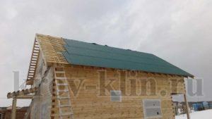 Монтаж волнистого керамопласта на двускатную крышу