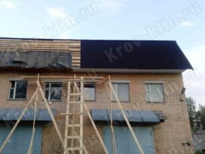 Монтаж ондулина на ломаную крышу