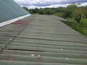Крыша навеса, порытая шифером