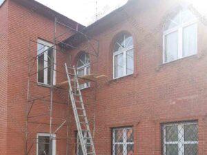 Монтаж водосточной системы на частном доме